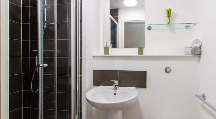 Student Only Property: Exclusive Silver 4 & 5 Bed Ensuite