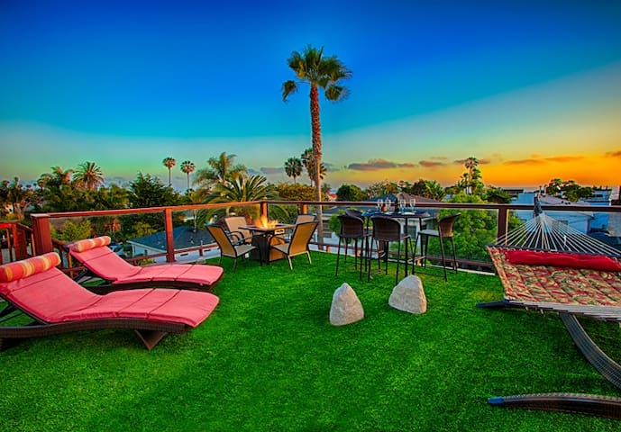 25% OFF DEC - Steps to Beach w/  Views, Firepit, Hot Tub + Game Room!