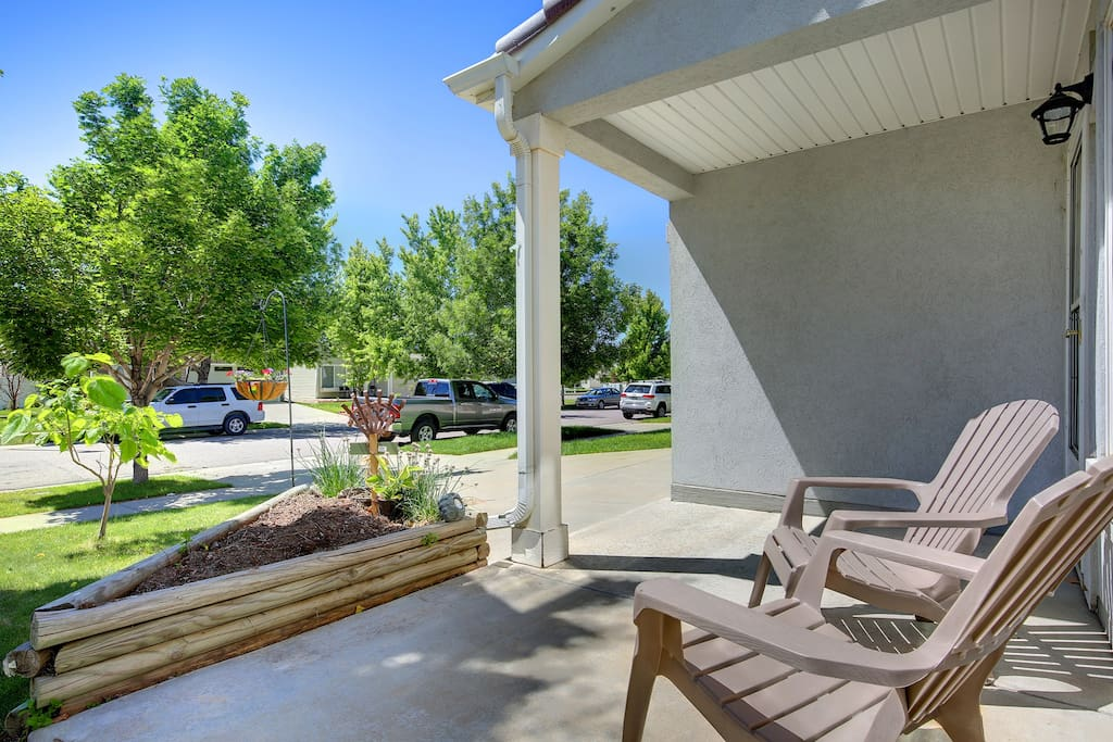 Front outdoor seating area