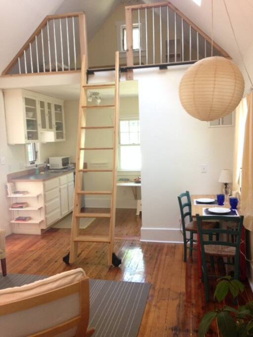 asheville studio w sleeping loft walk downtown lofts for rent in asheville north carolina. Black Bedroom Furniture Sets. Home Design Ideas