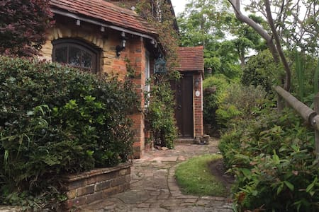 Charming detached 3 bed cottage: Bexhill-on-sea - Bexhill