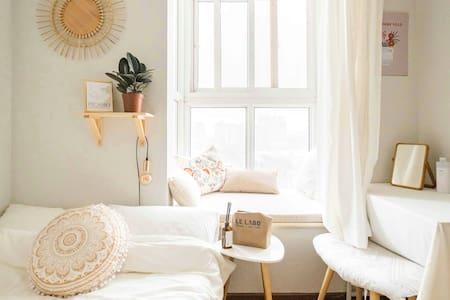 【长租优惠】Take a Nap 紧临6号线飘窗卧室/直达大悦城南锣鼓巷/有猫跟绿植陪伴的舒适公寓