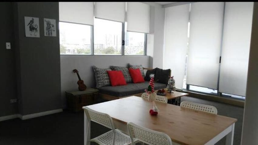 Private room in a share apartment - Rosebery