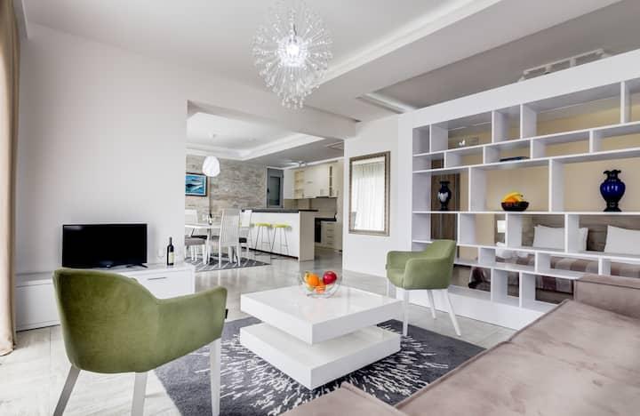 Stylish Studio with Balcony & Sea View