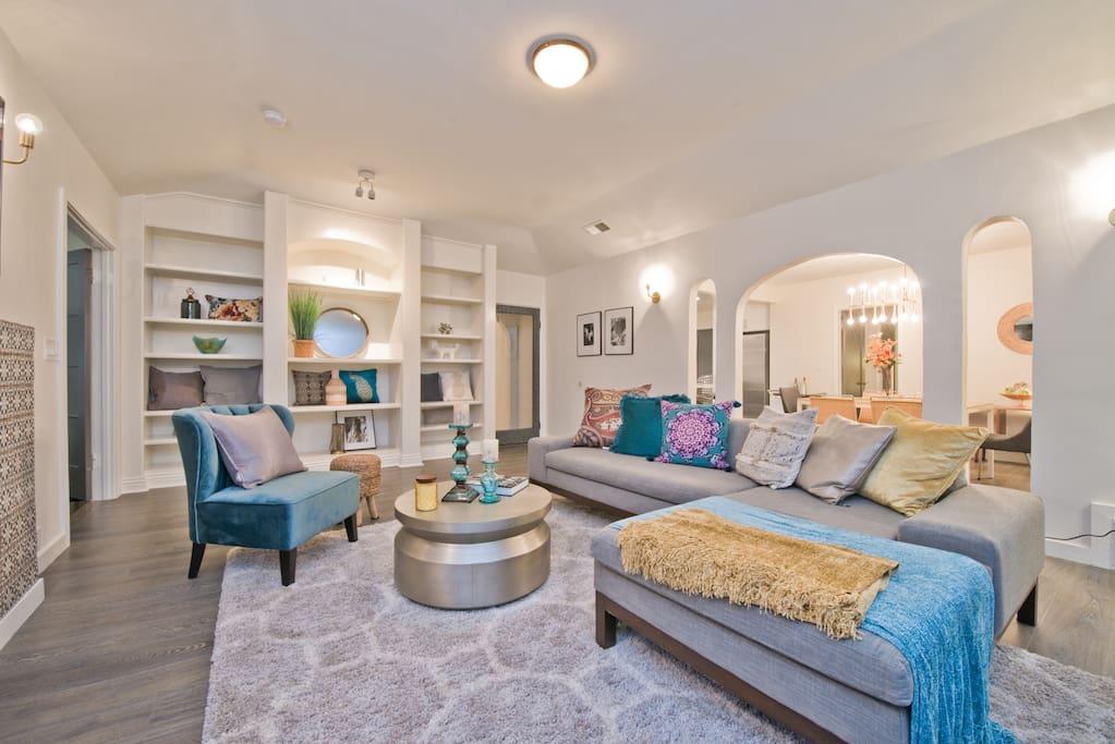 Living Room -Comfortable Decor - Designer Furniture
