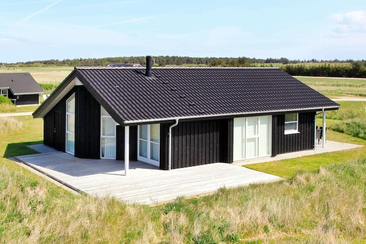 Charming Holiday Home near Hirtshals with Whirlpool
