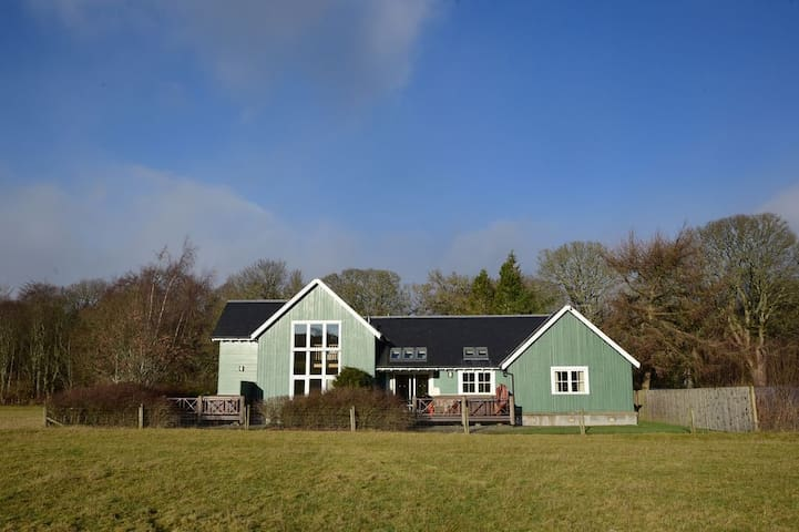 Glen Lednock Lodge with private outdoor hot tub