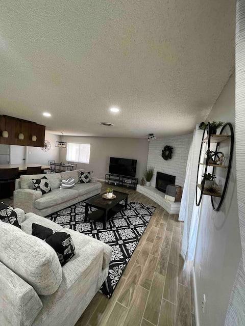 Relaxing 3 bedroom home with garage parking