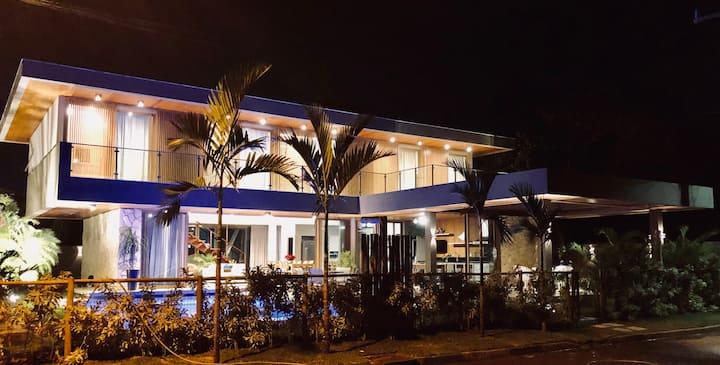 Casa, 6 suítes. Cond Paraíso, a poucos m da praia!