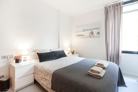 Bright room for 2 persons in the center Barcelona!