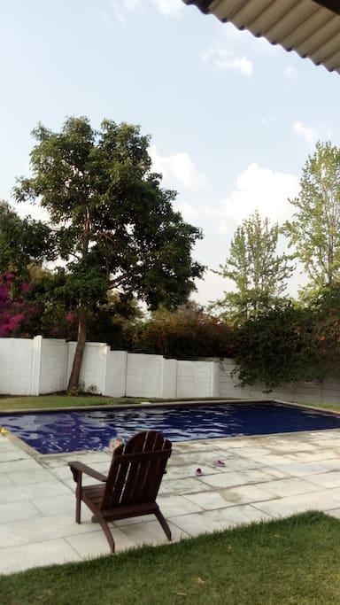Casa Club con piscina, a 3 cuadras de la casa.