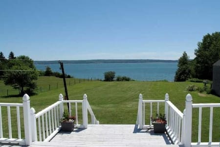 Jimmy's Cottage. Waterfront. Open year round. - Granville Ferry - Casa