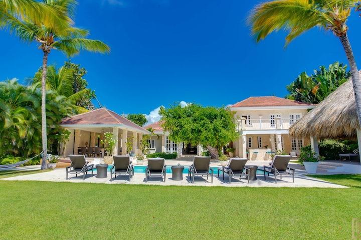 Oceanfront Villa 5 BR +pool  Puntacana Resort&Club