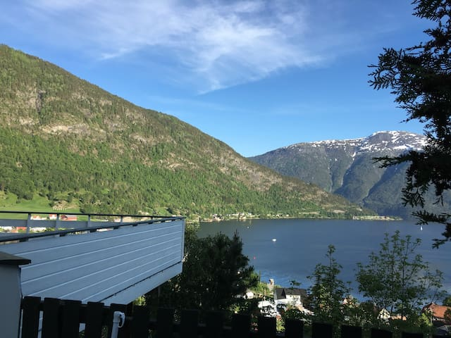 Cosy classical house, amazing view! - Sogndal - Hus