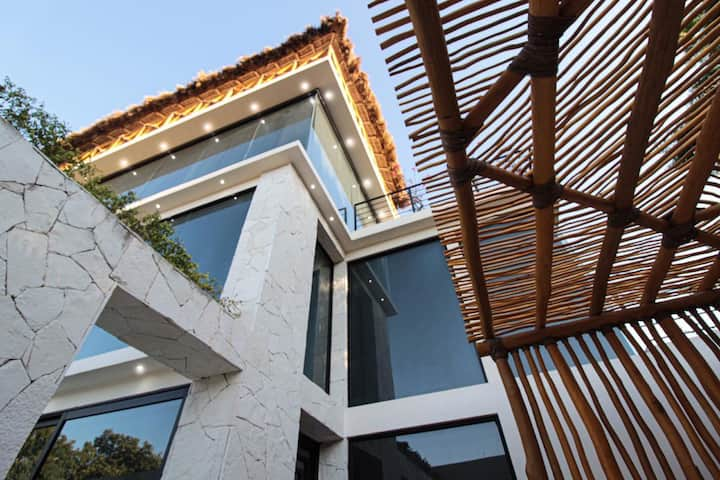 Tropical Luxurious Villa, Near beach, very private