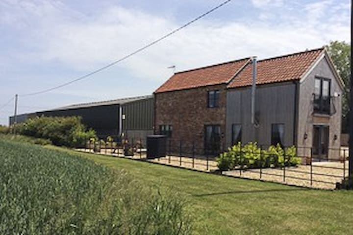 Beautiful Converted Barn & Shepherds Hut - Nottinghamshire - Hus