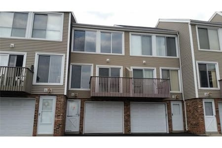 West Haven Beach Front Townhome - West Haven - Rumah
