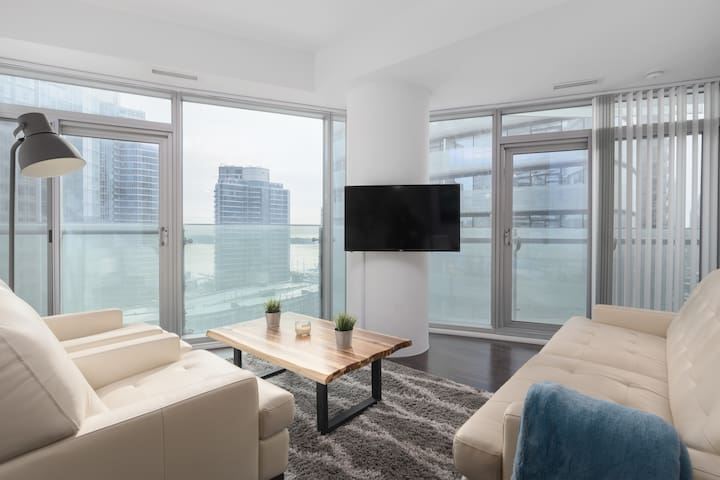 Stunning sun filled unit in the heart of Downtown