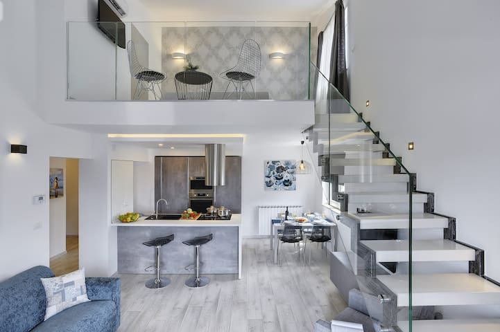 Gallery apartment in center of Pula