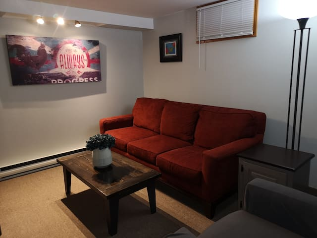Cozy Self Contained Basement Apartment * Fireplace