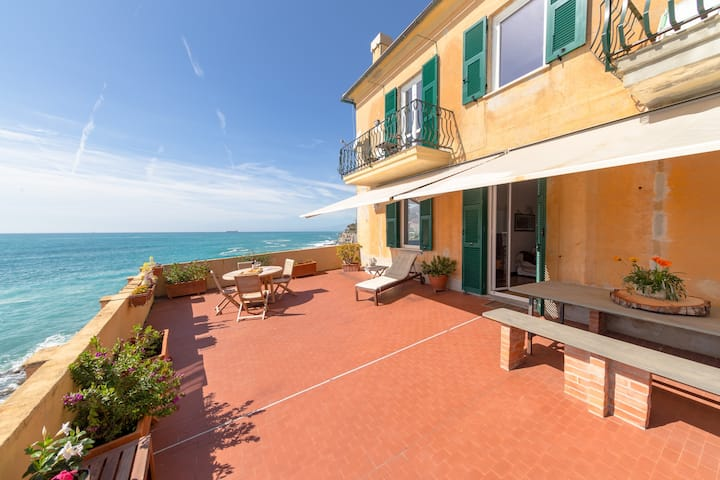 Il Castello: Sunny Apartment in front of the Sea