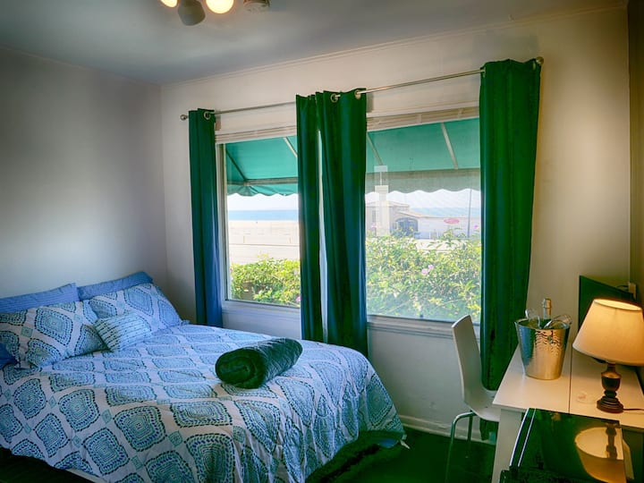 Santa Monica Beach Suite 7
