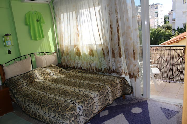Sunny double bedroom @Metamorfosi - Metamorfosi - Byt