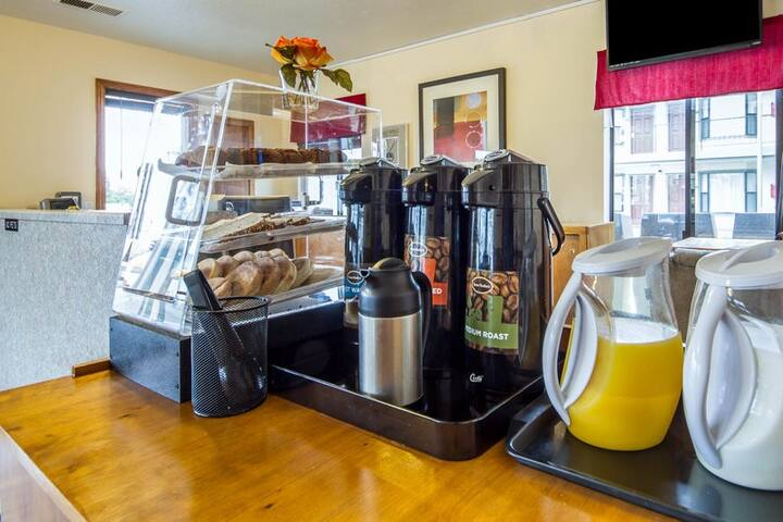 Free Breakfast Every Day  6:30 AM to 9:30 AM