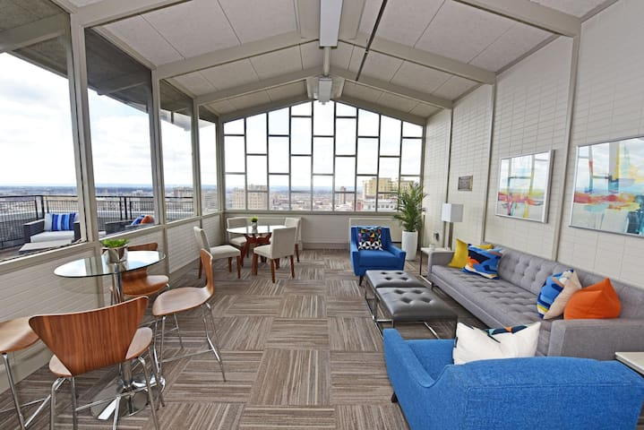 Newly Renovated High-Rise Downtown Louisville Rental