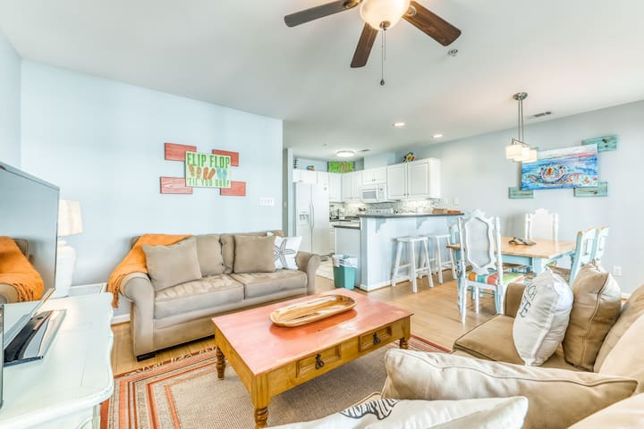 Colorful beachfront condo w/ partial ocean view - steps from the beach!