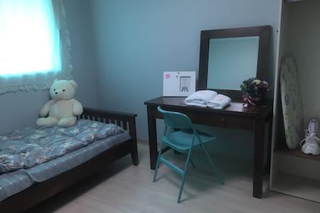 깔꼼한 방(clean & spacious room) - Suseong-gu - Apartmen