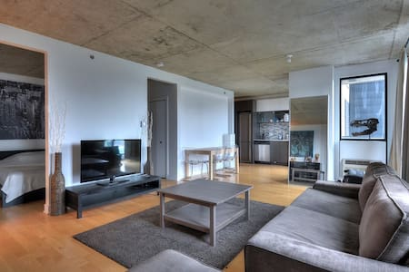 Bright and modern Condo Downtown (Griffintown) - Montreal