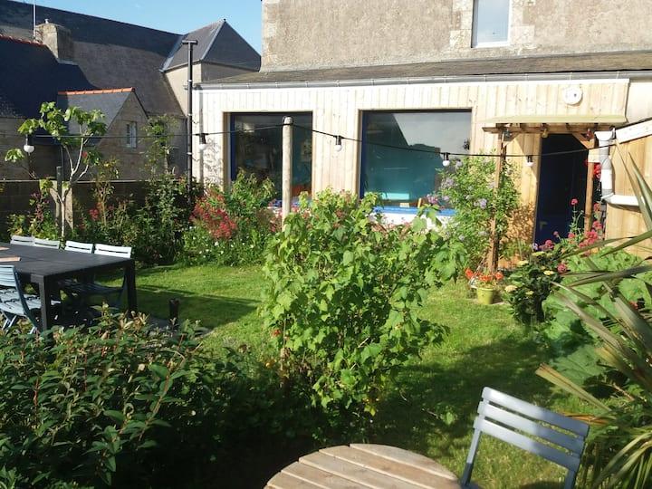"""""""Ty Coz"""", une maison bleue dans le Finistère"""