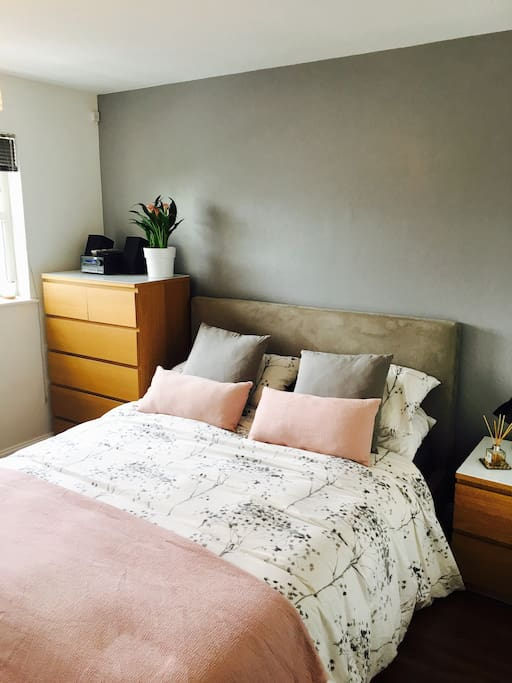 Main double bedroom with King-size bed