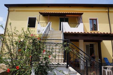 Heerlijk huis met tuin in Cardedu
