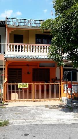 Wan Homestay Ipoh Pengkalan Station 18