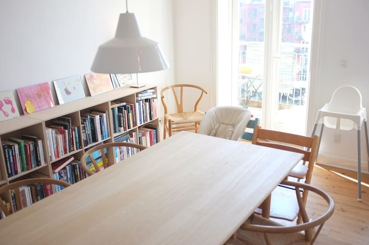 Unique flat-vibrant Vesterbro, Cph (baby friendly)