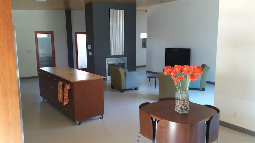 Modern 3 bedroom Retreat