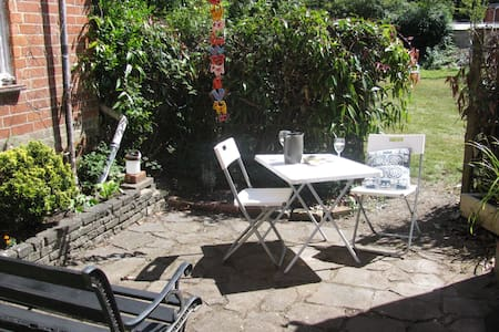 Charming 2 bed maisonette in pretty wooded area - Bournemouth