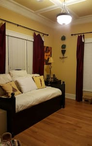 Charming 1 BD near airport - East Point