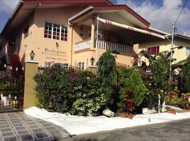 Beddoes Rondezvous 3 Br. Apt. Close to Beach