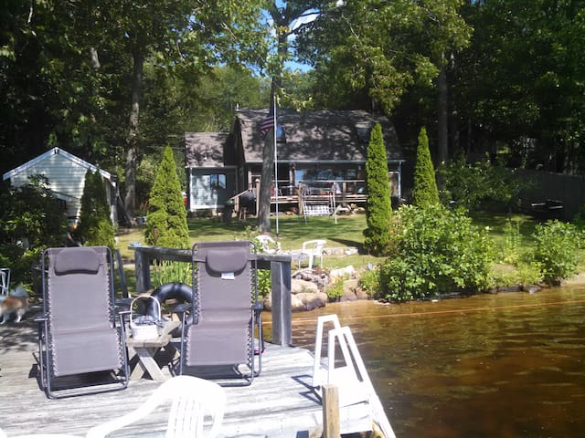 Bedroom in Home on Awesome Lake - Exeter - Huis