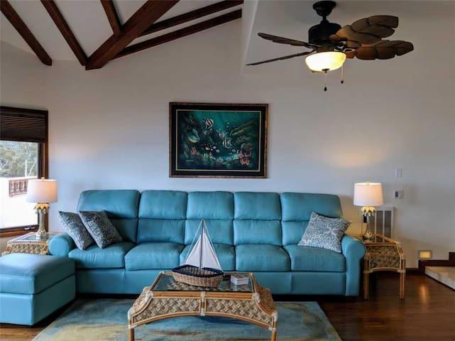 Recently Remodeled 2 Bed, 2 Bath Condo With Wrap Around Balcony, WiFi, Golf Cart - Hamilton Cove Villa 17-88