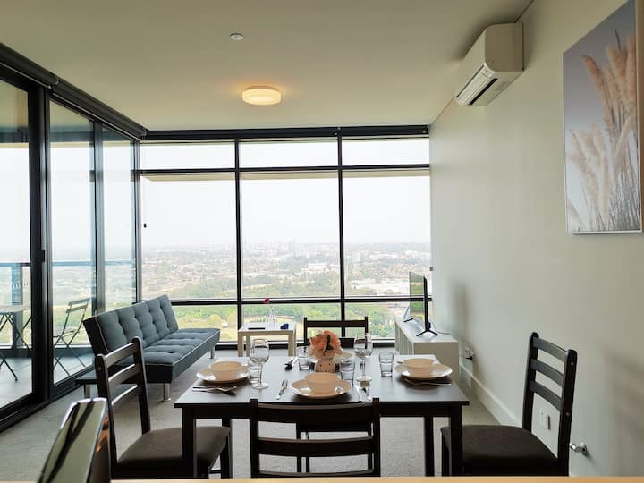 Spacious living with city view @SydOlympicPark