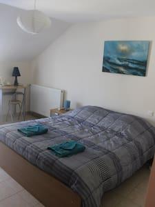 Chambre dans maison à proximité de 2 rivières