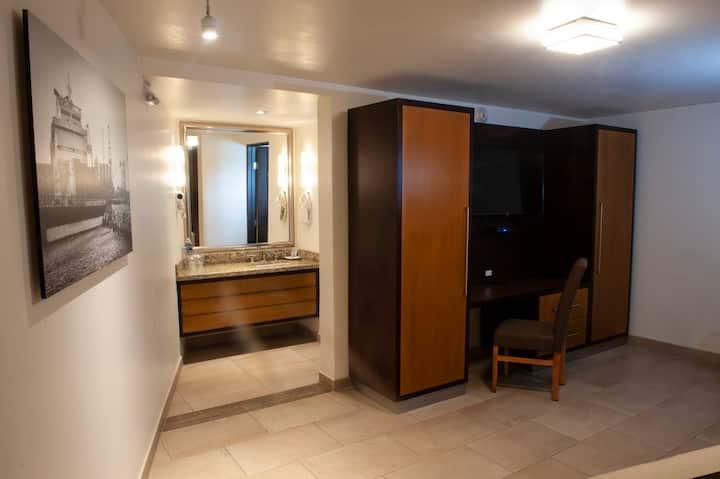 Habitación Nueva en Hotel con Alberca Zona Centro