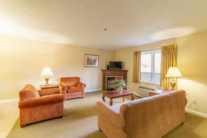 Comfy Condo, Access to Amenities, Ski Slopes Nearby at Eagle Trace at Massanutten Resort