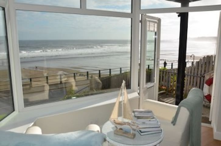 Seafront apartment in Sandsend with stunning views - Sandsend - 公寓
