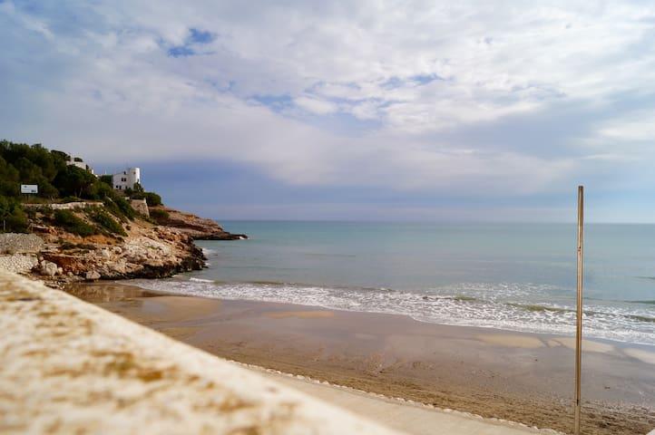 Apartamento frente al mar, con wifi y piscina - Sitges - Leilighet