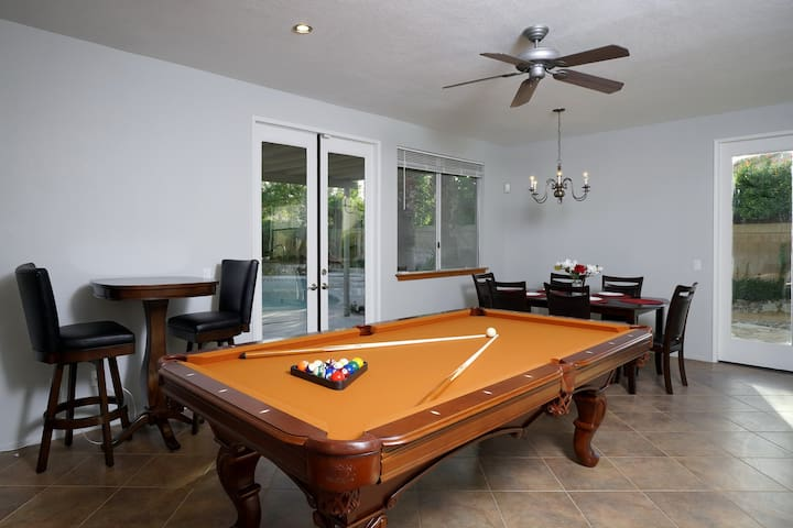 8 Foot Pool Table, Brand New!